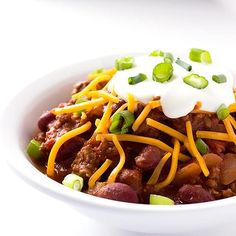 This hearty beef and bean Maple Bourbon Chili has the deep rich flavor of bourbon with the sweetness of maple syrup. Bourbon Chili Recipe, Stuffed Pepper Soup, Stuffed Peppers, Unstuffed Cabbage Roll Soup, Best Ground Beef Recipes, Winter Food, Winter Meals, Homemade Chili, Breakfast Lunch Dinner