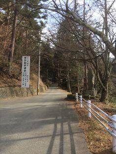 駐車場から牛伏寺に向かいます。