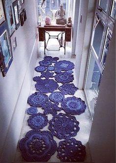 T-shirt yarn mandalas Crochet Doily Rug, Crochet Carpet, Crochet Rug Patterns, Doily Patterns, Love Crochet, Diy Crochet, Curtain Patterns, Knitting Patterns, Bandeau Crochet
