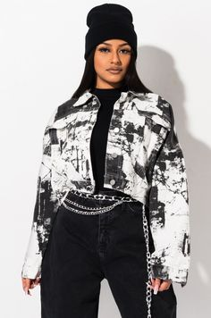 Cropped denim jacket with marbled tie dye bleached patterning by AKIRA. Tie Dye Fashion, Denim Fashion, Fashion Outfits, Heavy Winter Coat, Winter Coats, Outfit Look, Cropped Denim Jacket, Romper Outfit, Light Jacket