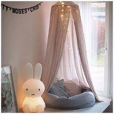 sänghimmel och miffylampan