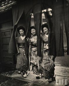 """Japan - From """"Geisha Party"""" series, Kyoto, photo by Alfred Eisenstaedt Japanese Geisha, Japanese Beauty, Vintage Japanese, Japanese Kimono, Japanese Style, Japanese History, Japanese Culture, Photos Du, Old Photos"""