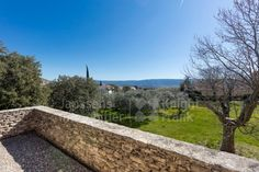 Villa for sale with garden and view of the Luberon at Cabrières d'Avignon, Janssens Immobilier Provence Provence, Golf Courses, Sidewalk, Villa, Garden, Real Estate, Garten, Side Walkway, Lawn And Garden