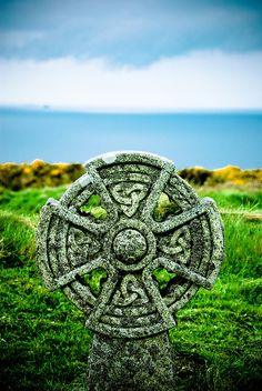Celtic Cross, Graveyard of the Parish Church of St Materiana, Tintagel, Cornwall, England by Zanthia Celtic Symbols, Celtic Art, Celtic Crosses, Magic Places, Emerald Isle, Celtic Designs, British Isles, Historical Sites, Great Britain