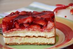 Best Sweet and Savory Strawberry Recipe Collection with Nutrition Data Fresh Strawberry Cake, Strawberry Desserts, Köstliche Desserts, Strawberry Shortcake, Strawberry Jelly, Strawberry Topping, Food Cakes, Cake Recipes, Dessert Recipes