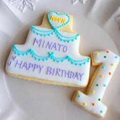 もうすぐ一歳のお誕生日を迎えるお友達の息子くんに、バースデーケーキのデコレーション用クッキーをお作りしました。 - 15件のもぐもぐ - バースデーアイシングクッキー by chezblanca
