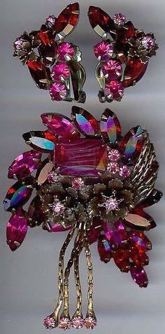 GORGEOUS VINTAGE RED ART GLASS PINK RHINESTONE PIN & EARRINGS SET