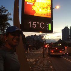 Bom dia!!! To de volta! Depois de uns dias de descanso me recuperando da maratona hoje é dia de um trotinho de leve pra recuperar! O sol tá nascendo tá frio mas To aqui! Em busca de mais desafios! Força!!! #acordapracorrer