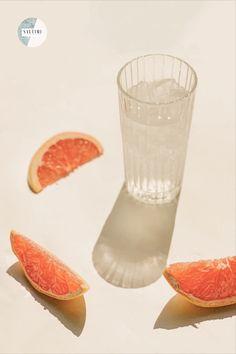 🇨🇿 Za nás nejlepší tip, jak si příjem dostatečného množství vody alespoň trochu ozvláštnit, je ochucená voda. Můžete do ní přidat nejrůznější ovoce, bylinky, nebo dokonce i zeleninu.😧🥒Pár tipů na naše oblíbené kombinace najdete v našem magazínu! 🤩 Jaké jsou ty vaše? 🇬🇧 Our favourite tip on how to stay hydrated is infused water. You can add the fruit of your choice, some herbs and even the vegetable.😧🥒 You can find our favourite combinations in our magazine! 🤩 What are your… Infused Water Recipes, Stay Hydrated, Grapefruit, Food, Essen, Meals, Yemek, Eten