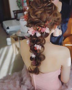 いいね!5,051件、コメント5件 ― MAISON DE RIREBRIDEさん(@maison.de.rire)のInstagramアカウント: 「お色直しは編み編みスタイルにプリザーブドフラワー🌸」 Wedding Hair Flowers, Wedding Hair And Makeup, Bridal Makeup, Flowers In Hair, Hair Makeup, Bride Hairstyles, Down Hairstyles, Cute Hairstyles, Bridal Hairdo