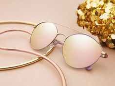 Light and Shine sunglasses pair well with: sequins, gold hoops, and all things fabulous.