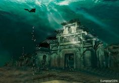 The Lion City, otherwise known as Shi Cheng, is an ancient submerged city that lies at the foot of Wu Shi Mountain (Five Lion Mountain), now located about 25 – 40 metres beneath the spectacular