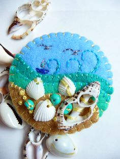 Seaside brooch with felt and sea shells