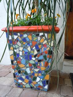 Mosaic Pot- like this pot and its red rim but it's no longer on etsy and I can't find the maker. If you know please leave the name in the comments. Mosaic Planters, Mosaic Vase, Mosaic Flower Pots, Mosaic Tiles, Mosaic Madness, Mosaic Crafts, Mosaic Projects, Mosaic Designs, Stained Glass Art