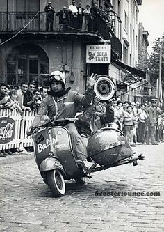 A website dedicated to Vespa and Lambretta scooters. Scooters Vespa, Moto Scooter, Piaggio Vespa, Lambretta Scooter, Triumph Motorcycles, Vintage Motorcycles, Vespa Girl, Scooter Girl, Ducati
