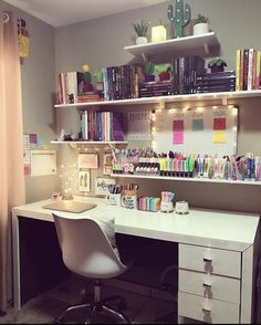 Girl Bedroom Designs, Room Ideas Bedroom, Bedroom Decor, Design Bedroom, Study Room Decor, Cute Room Decor, Home Room Design, House Design, Aesthetic Room Decor