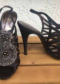 À vendre sur #vintedfrance ! http://www.vinted.fr/chaussures-femmes/talons-hauts-et-escarpins/36831434-escarpin-en-satin-noir-karen-millen