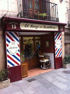 Barbería típica situada en la calle cuchilleros. Inaugurada en 1900 Primer propietario Eladio Gurumeta.