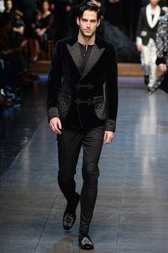 Dolce & Gabbana Fall 2015 Menswear Fashion Show Mode Masculine, Dolce & Gabbana, Mulher Versus Moda, Sharp Dressed Man, Mens Fashion Suits, Gentleman Style, Fashion Show, Fashion Design, Gothic Fashion