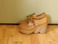 70's VTG Hi There  FAMOLARE Platform Wedge. I had these in high school!  Loved them.  Comfortable too