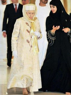 Even the Queen of England bows down to Islam and wears Hijab [traditional dress and head cover for a muslim woman]. So much for being the head of the Church of England. Arab Fashion, Muslim Fashion, Modest Fashion, Fashion Outfits, Islamic Fashion, Teen Fashion, Islam Women, Muslim Dress, Queen Dress