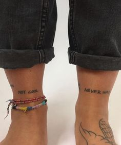 These photos of small tattoos will prove you that bigger is not always better. Get inspiration and ideas for men small tattoos, women small tattoos. Rebellen Tattoo, Tattoo Trend, Poke Tattoo, Tattoo Life, Piercing Tattoo, Get A Tattoo, Band Tattoo, Lion Tattoo, Mini Tattoos