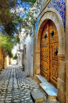 Beautiful cobbled streets and elaborate doors in the Old Town of Sousse, Tunisia Cool Doors, Unique Doors, Islamic Architecture, Art And Architecture, Entrance Doors, Doorway, 4k Photography, When One Door Closes, Vintage Doors