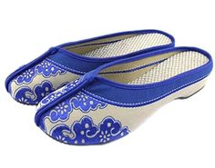 770eaec2d47882 AvaCostume Womens Blue and White Porcelain Print Flat Slippers Chinese Size  36 Blue
