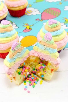 This is an amazing tutorial for making Dr Seuss Cupcakes based on the book Oh the places you'll go. Come and check out this fantastic