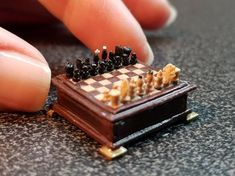 Handmade Chess Miniatures by Lundby. Miniature Crafts, Miniature Food, Miniature Dolls, Miniature Furniture, Doll Furniture, Mini Craft, Tiny Food, Cute Clay, Barbie House