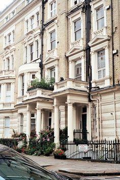 Beautiful exterior. Palaces, Home Design, Design Ideas, Exterior Design, Interior And Exterior, Beautiful Homes, Beautiful Places, Hostels, Le Palace