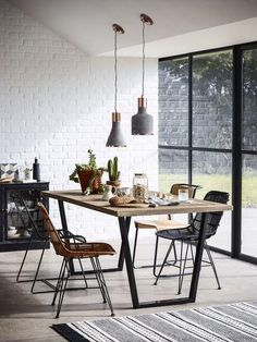GETTING IT RIGHT: PENDANT LIGHTING OVER YOUR DINING TABLE | INTERIORS ONLINE