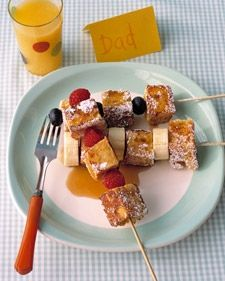 French Toast Kebabs - Martha Stewart Recipes - such a great idea for a brunch! Think Food, I Love Food, Good Food, Yummy Food, Fun Foods To Make, Food To Make, Breakfast Desayunos, Breakfast Recipes, Breakfast Ideas