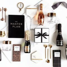 Modern Gifting, Made Simple. Luxury Custom Corporate and Client Gifts. Corporate Gift Baskets, Corporate Gifts, Customized Gifts, Personalized Gifts, Curated Gift Boxes, Christmas Party Favors, Customer Appreciation, Appreciation Gifts, Employee Gifts