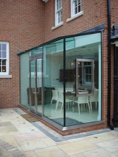 Bespoke architectural glazing is used to create a contemporary glass box extension on a traditional home in London along with an additional glass bridge and balustrading. Extension Veranda, Conservatory Extension, Conservatory Kitchen, House Extension Design, Extension Designs, Glass Extension, House Design, Lean To Conservatory, Extension Ideas