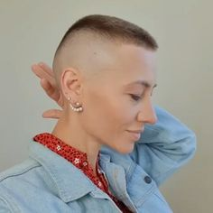 Half Shaved Head, Girls With Shaved Heads, Shaved Sides, Shaved Hair, High And Tight Haircut, Flat Top Haircut, Crop Haircut, Short Sassy Hair, Very Short Hair