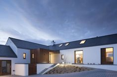Tailor-made houses Architects Restoration architects; Tailor-made houses Architects Restoration architects; Modern Bungalow House Design, Small House Exteriors, Bungalow Designs, Bungalow Exterior, Modern Farmhouse Exterior, House Designs Ireland, House Outside Design, Rural House, Architect House