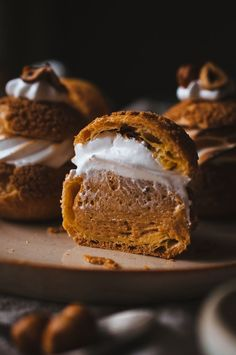 Caramelized Hazelnut and Toasted Marshmallow Cream Puffs caramelised hazelnut and toasted marshmallow cream puffs Just Desserts, Delicious Desserts, Dessert Recipes, Yummy Food, Tasty, French Desserts, Healthy Food, Eclairs, Profiteroles