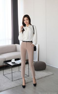 Corporate fashion office chic, fashion dresses и corporate attire women. Casual Work Attire, Classy Work Outfits, Business Casual Outfits, Office Outfits, Chic Outfits, Fashion Outfits, Office Attire, Business Fashion, Office Wardrobe