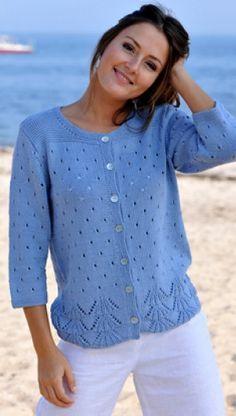 Strik smuk, blå trøje | Familie Journal Sweater Knitting Patterns, Cardigan Pattern, Lace Knitting, Knit Patterns, Knit Cardigan, Summer Knitting, Crochet Woman, Easy Wear, Sweaters For Women