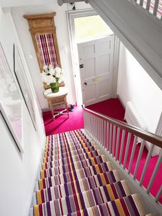 Stylish stair carpet ideas and inspiration. So you can choose the best carpet for stairs.Quality rug for stairs, stairway carpets type, etc. Tartan Stair Carpet, Grey Stair Carpet, Carpet Stairs, Diy Carpet, Carpet Ideas, Carpet Trends, Wall Carpet, Beige Carpet, Patterned Carpet