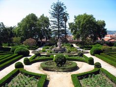Jardim Botânico da Ajuda - Lisboa. O Jardim Botânico da Ajuda localiza-se na freguesia de Santa Maria de Belém, na cidade de Lisboa. Em Portugal, o jardim botânico mais antigo é o da Ajuda.