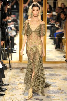 Marchesa NYC 2012 Fashion week...look at the gold lace detail....OUTRAGEOUS!!!