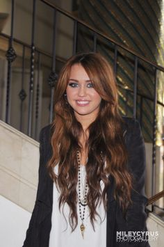 Miley at the The Last Song Press Conference 2010 The Last Song Movie, Miley Cyrus Hair, Hannah Montana, Portraits, Bellisima, Actors & Actresses, Long Hair Styles, Female, Celebrities