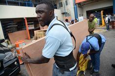 (Actualiza con nuevo boletín del CNH) Miami (EE.UU.), 1 oct (EFE).- El potente huracán Matthew, que descendió hoy a categoría 4 tras haber alcanzado el viernes la máxima de 5 en la escala Saffir-Simpson, se ha vuelto estacionario en el mar Caribe, informó el Centro Nacional de Huracanes (CNH) de EE.UU