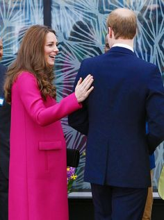 This is why I miss Will & Kate Engagements. THE HAND