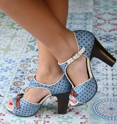 APLAUSE-B NAVY :: SANDALS :: CHIE MIHARA SHOP ONLINE