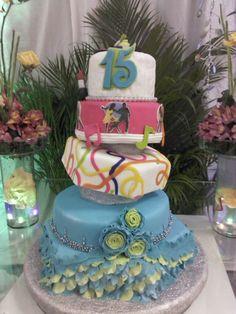 Torta de 15 anos estilo baile de salda y colores neon