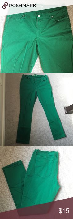 """Green skinny jeans for curvy girls! True Kelly green denim jeans. """"The sweetheart"""" style. Mid-rise, worn 2 times, super fun & cute! Old Navy Jeans"""