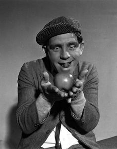 England A portrait of British actor and comedian Norman Wisdom holding an apple British Comedy, British Men, British Actors, Comedy Actors, Actors & Actresses, Norman Wisdom, Men Celebrities, Celebrity Portraits, Funny People
